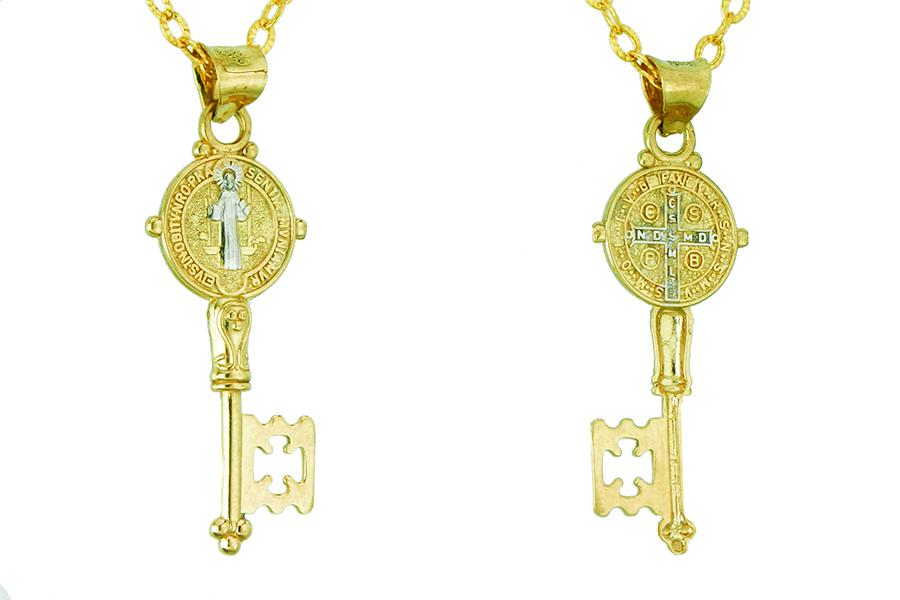 Dijes, cruces y rosario en oro de 14 kilates
